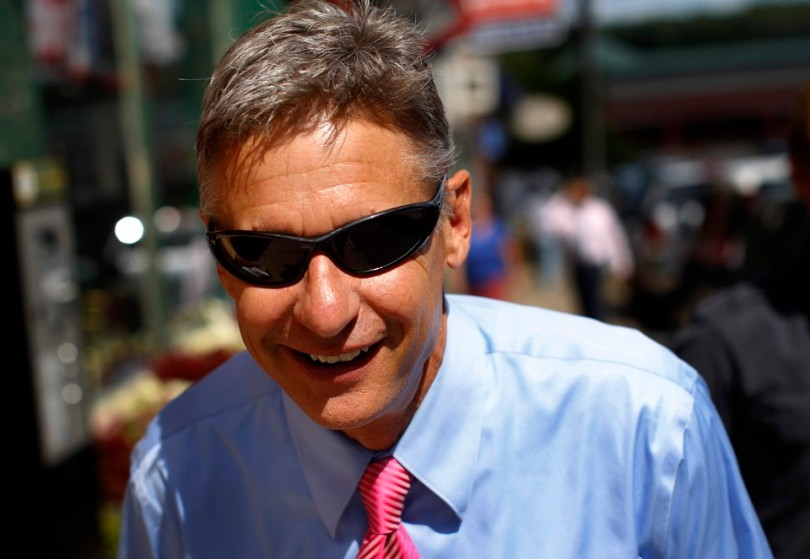 Republican presidential candidate and former New Mexico Governor Gary Johnson walks away from a campaign stop in Concord, New Hampshire, August 23, 2011.   REUTERS/Brian Snyder   (UNITED STATES - Tags: POLITICS ELECTIONS) - RTR2Q8YC
